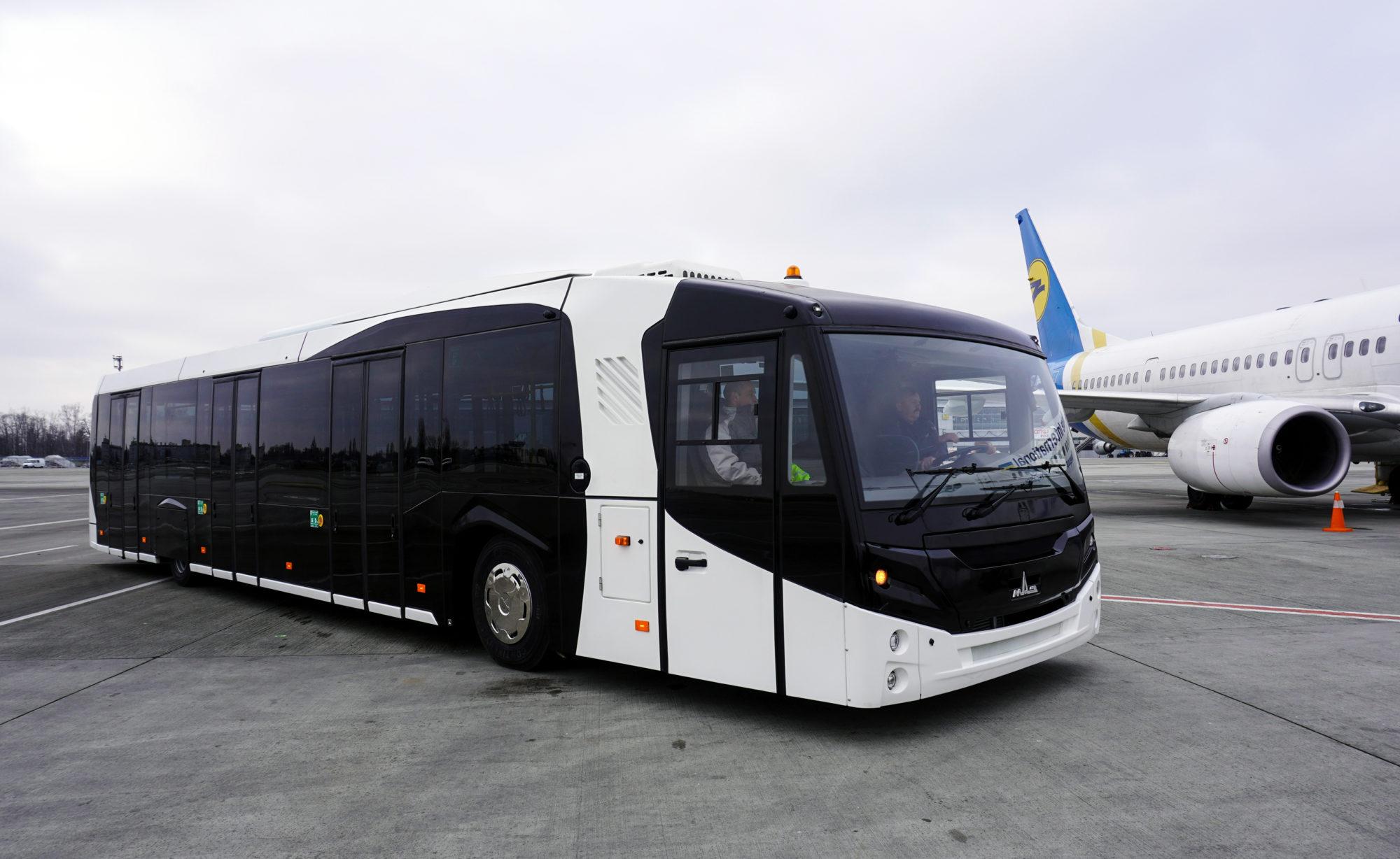 149-2000x1228 В аеропорту «Бориспіль» представили спеціалізований автобус білоруського виробництва