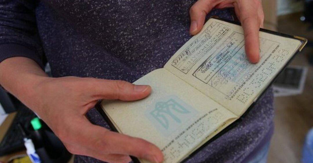 Як в Україні планують змінювати правила реєстрації місця проживання -  - 1516895405pasportrazver