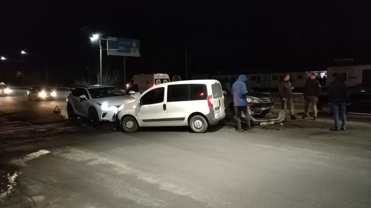 """Два дні поспіль між Ірпенем та Бучею біля ТРЦ """"Жираф"""" стаються аварії -  - 2 6"""
