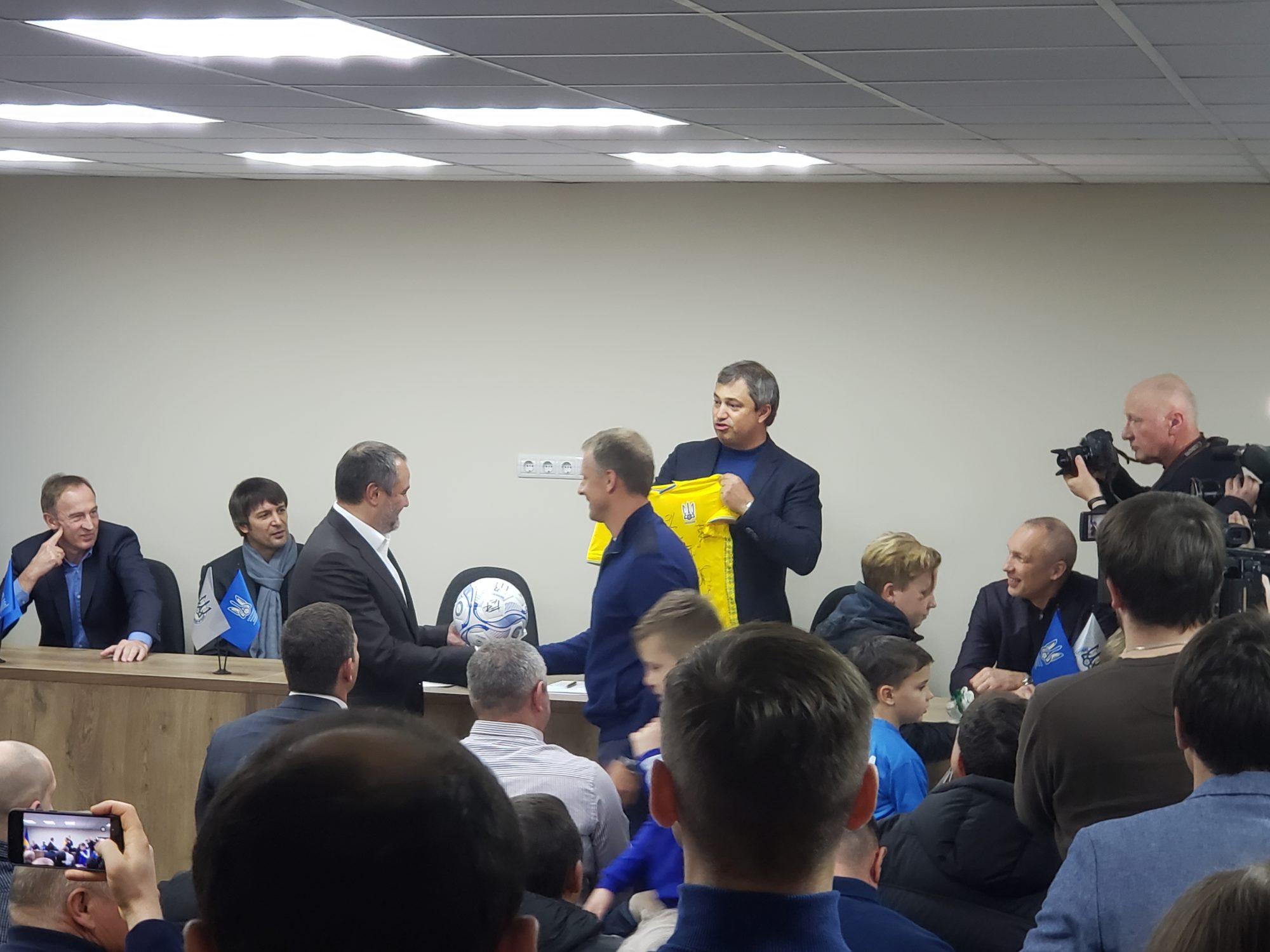 20200117_173515-2000x1500 Київська обласна федерація футболу відкрила новий офіс