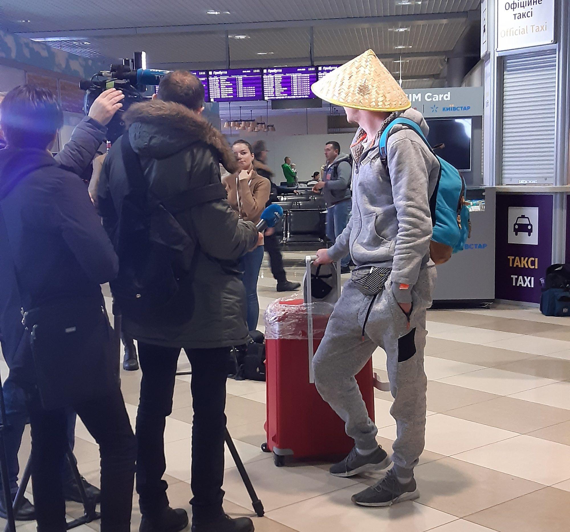 """""""Бориспіль"""" зустрів пасажирів із Китаю, жодного хворого не виявлено -  - 20200130 133359 2000x1866"""