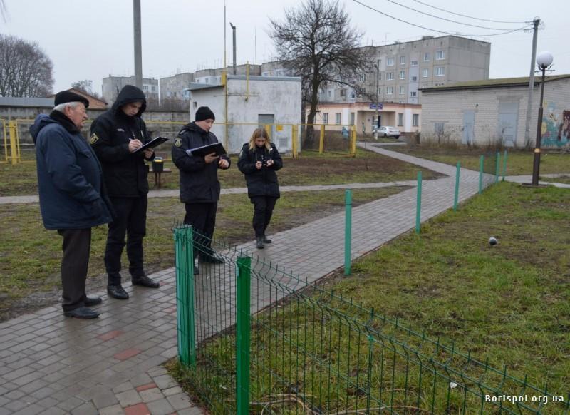 В одному із скверів Борисполя викрали 14 м паркану -  - 20576162
