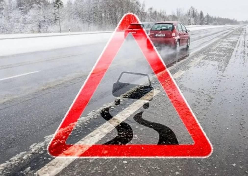 На дорогах Київщини – ожеледиця: водіям радять, як не наразитись на біду - ожеледиця - 23 ozheledytsya