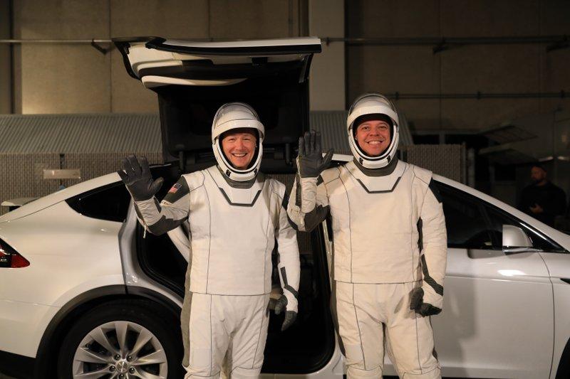 «З Тесли на Теслу»: Model X став офіційним «астрошаттлом» NASA - астронавти, Tesla - 23 tesla