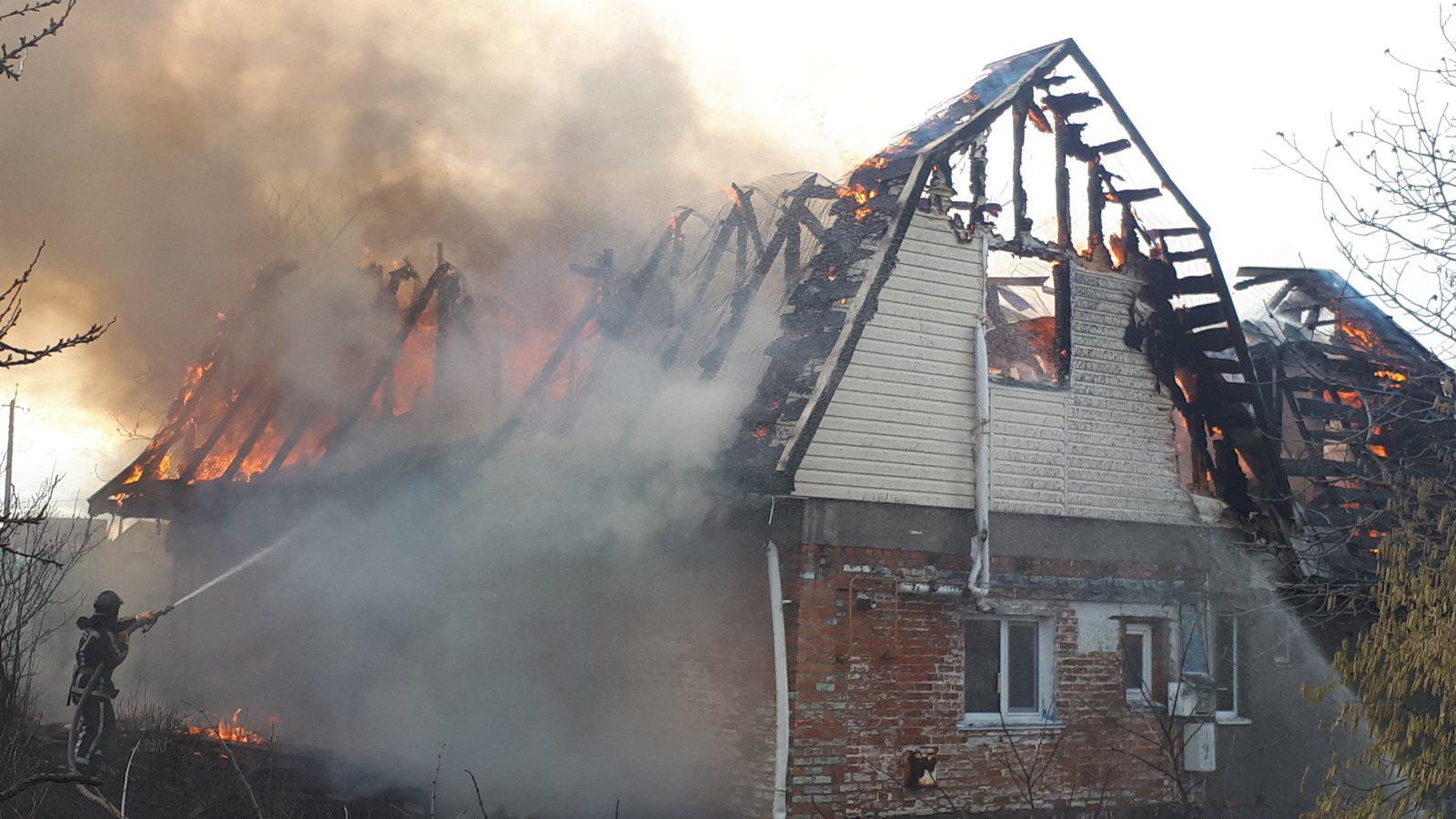 26_viber На Білоцерківщині загорівся будинок: родина з дітьми залишилась без даху над головою (ФОТО)