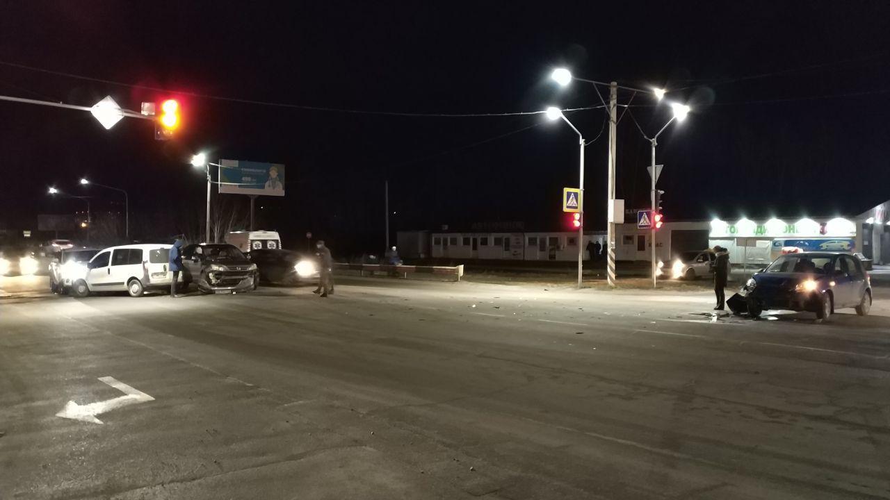 """Два дні поспіль між Ірпенем та Бучею біля ТРЦ """"Жираф"""" стаються аварії -  - 3 2"""