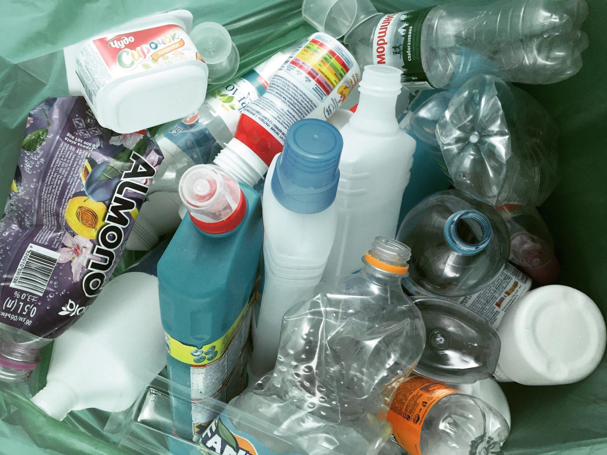 Пластик поштою: за 2 місяці в Україні переслали більше 100 великих пакетів вторсировини - пластик, вторсировина - 31 plastyk2 2000x1498