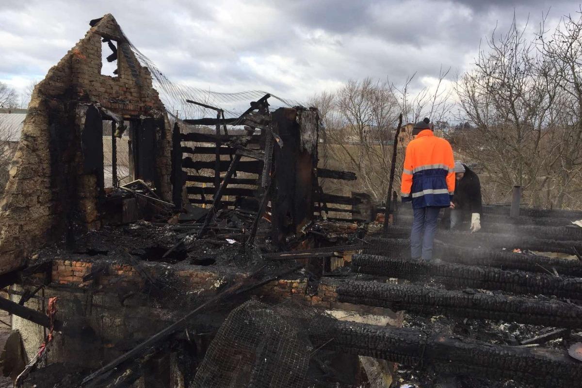 44978574_1579838239732604_r На Білоцерківщині загорівся будинок: родина з дітьми залишилась без даху над головою (ФОТО)
