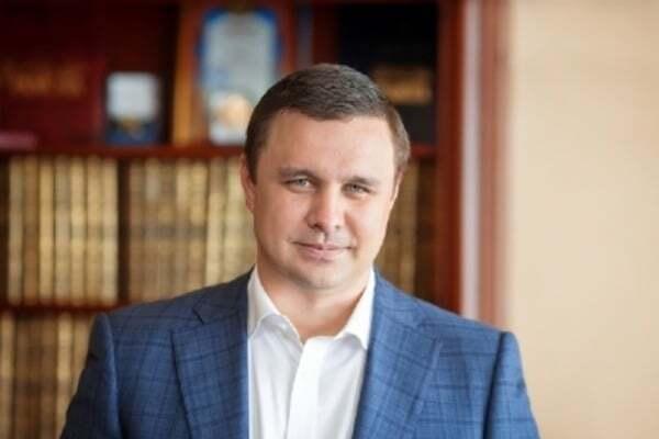 """Прикордонники """"Борисполя"""" зняли з літака екс-нардепа Максима Микитася -  - 453019"""