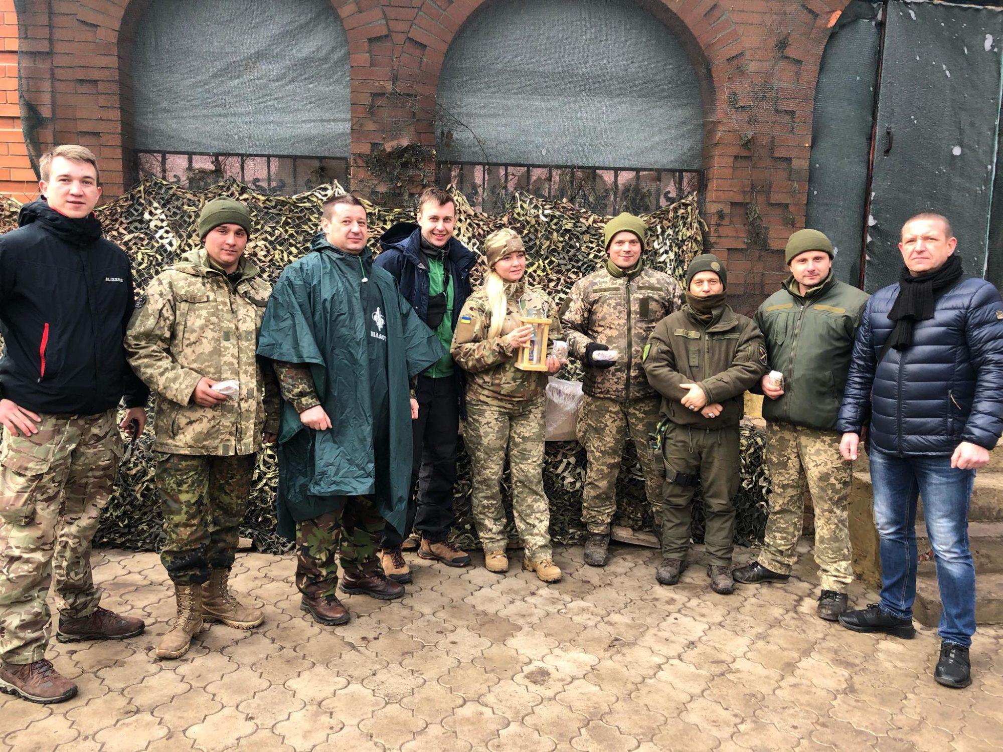 """Пластуни передали Вифлеємський вогонь миру українським бійцям на передову - Вифлеємський вогонь миру, """"Пласт"""" - 80990573 10156826928452393 968328569048530944 o 2000x1500"""