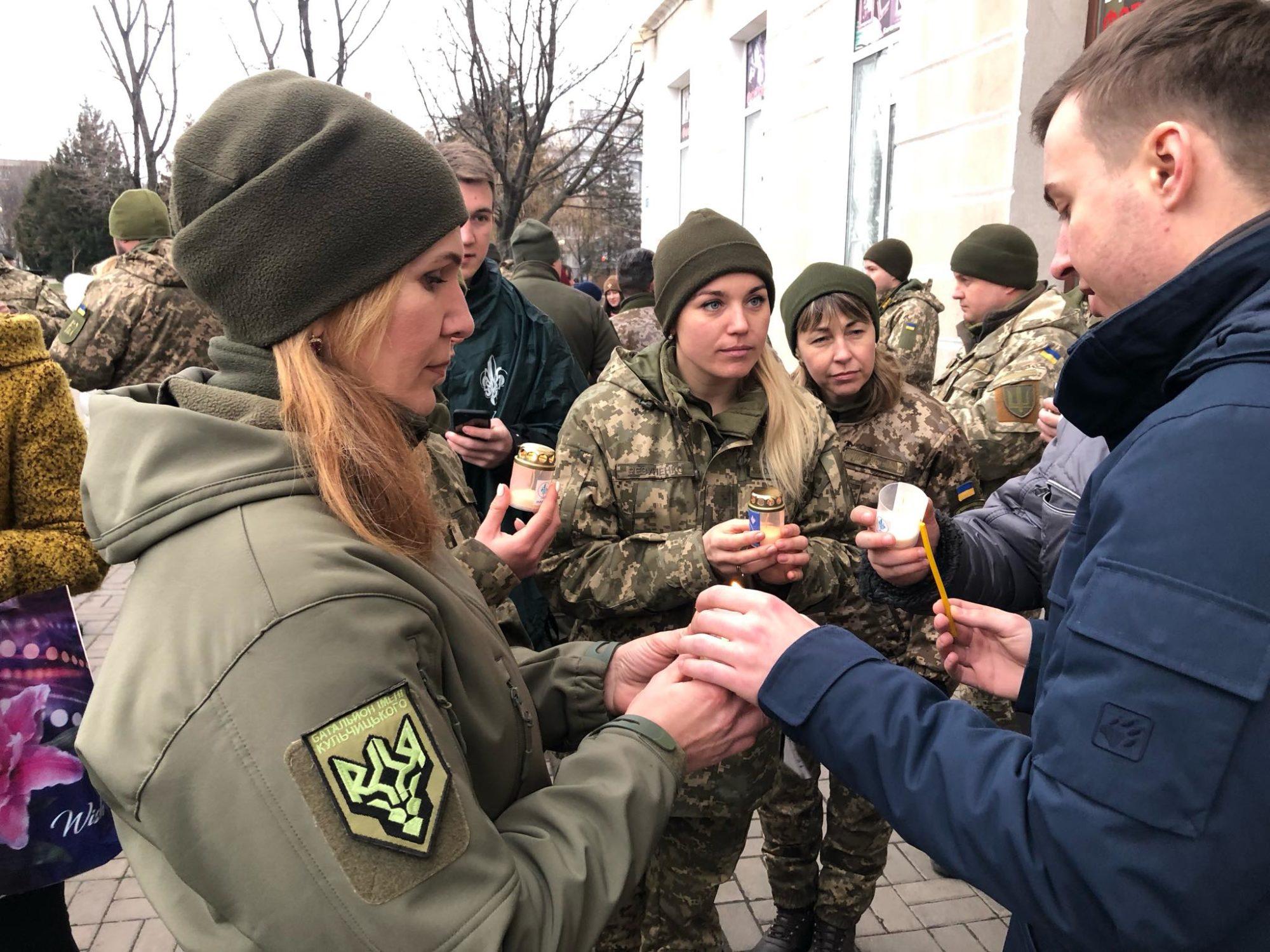 """Пластуни передали Вифлеємський вогонь миру українським бійцям на передову - Вифлеємський вогонь миру, """"Пласт"""" - 81039053 10156826928427393 862967497949708288 o 2000x1500"""
