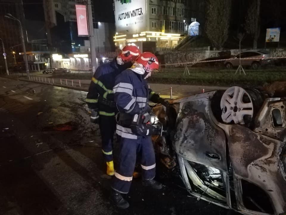 Смертельна ДТП у столиці: автомобіль врізався в бетонний стовп і загорівся -  - 81742831 2695658300514095 768091296718913536 n