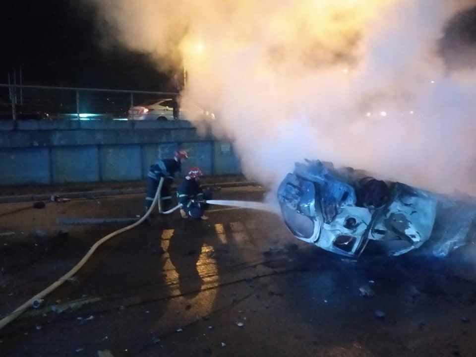 Смертельна ДТП у столиці: автомобіль врізався в бетонний стовп і загорівся -  - 82148342 2695658223847436 4625725858496118784 n