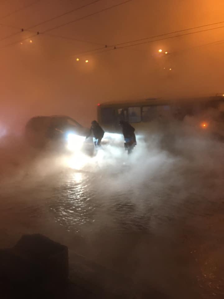 ТРЦ Ocean Plaza затоплений окропом, люди евакуюються хто як може -  - 82227549 2553441281378496 7033560983641522176 n
