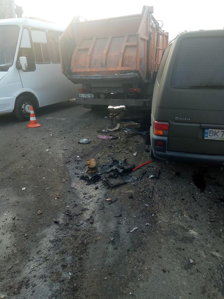 82253689_2545300319074126_3837230018262466560_o ДТП в Борисполі: бус в'їхав в сміттєвоз