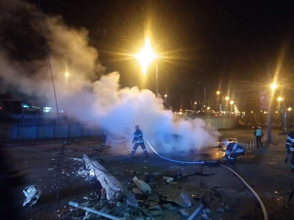 Смертельна ДТП у столиці: автомобіль врізався в бетонний стовп і загорівся -  - 82552537 2695658217180770 4450569734886260736 n