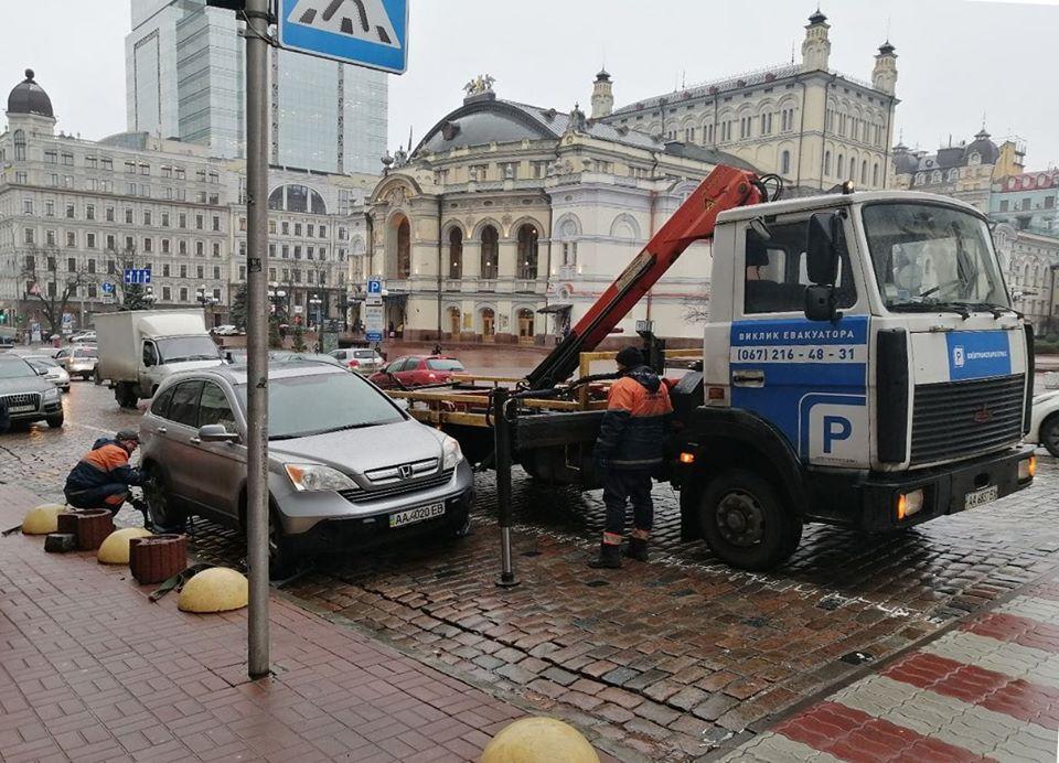 82778164_765282797293719_1473429230002896896_o Більше 100 за добу: у Києві зросла кількість евакуйованих на штрафмайданчики авто