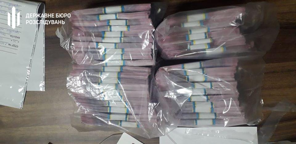 83229030_1483480958474206_8146740623282536448_o ДБР затримало патрульного за  вимагання 150 000 доларів США