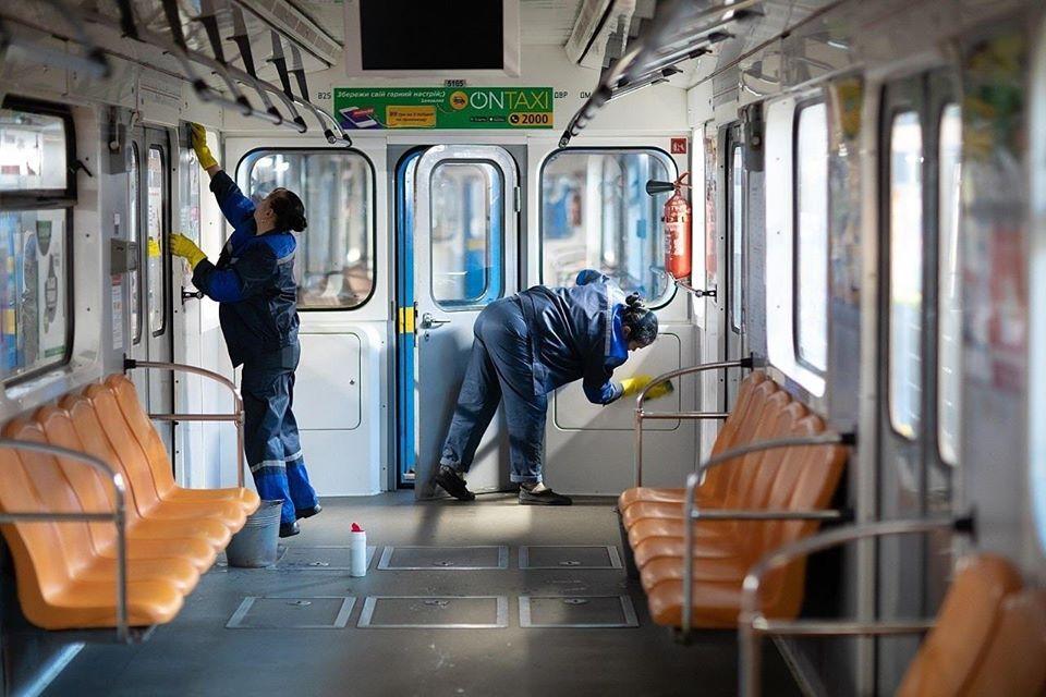 Столичне метро митимуть щодня дезінфікуючими засобами -  - 83696827 1563650620467492 4956911654274072576 o