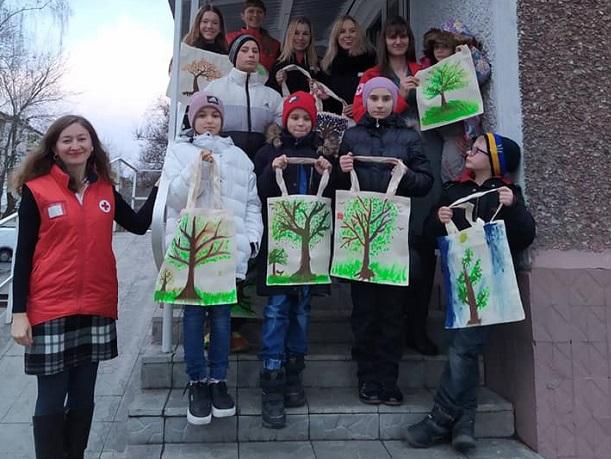 У Вишгородській червонохресній організації діє програма «Краса» - Червоний Хрест, київщина, волонтери, Вишгород - CHH derevo zhyttya obr