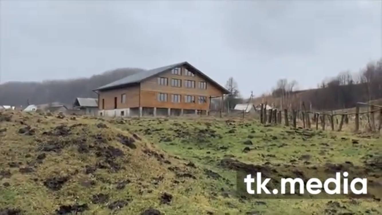 Козак Гаврилюк побудував триповерховий будинок у Карпатах -  - D7BADF7E BC6F 4F8E AC89 81217F3CE79A