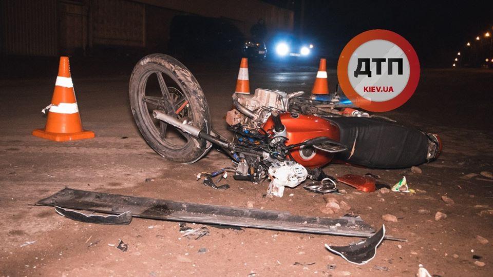 Goren-moto Мотоцикл таранив вантажний Volkswagen: у Горенці травмувалися двоє хлопців