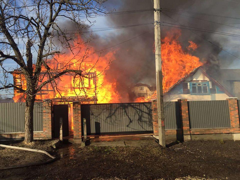 Мансарда та літня кухня – у вогні: подробиці пожежі в Ірпені (фото, відео) - рятувальники, Приірпіння, пожежа, надзвичайна ситуація, київщина, ірпінь, ДСНС України у Київській області - Hm poz 1