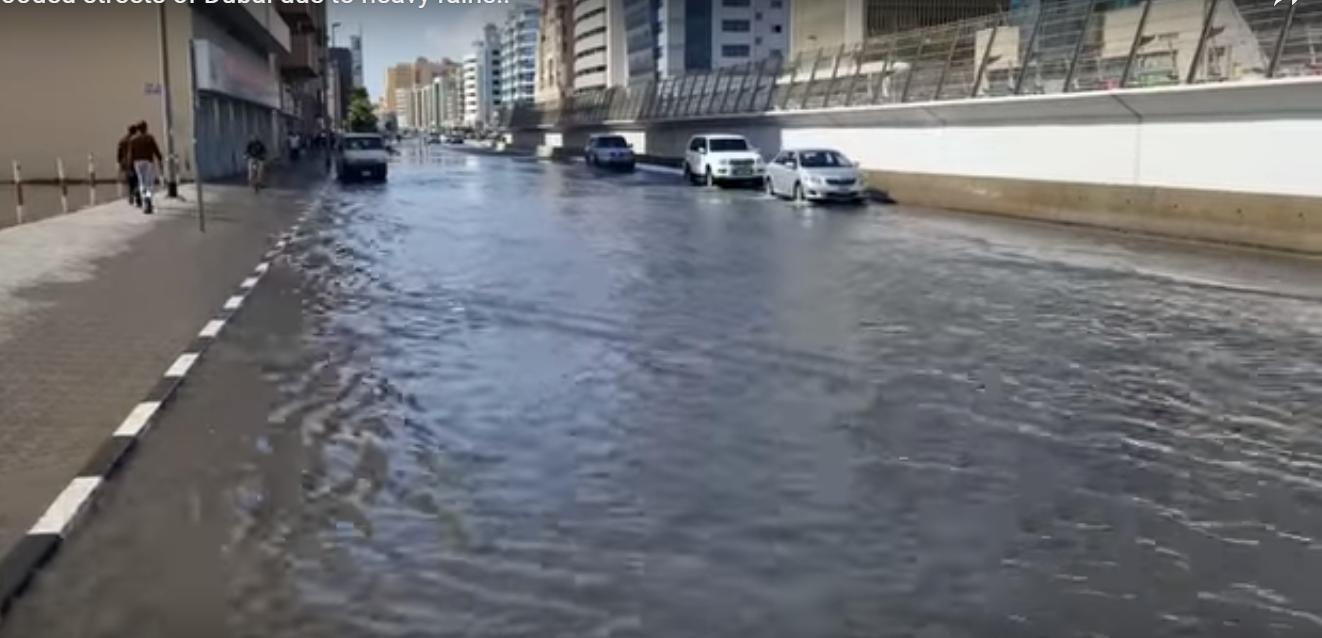 Емірати залиті дощем: внаслідок циклону, в Дубаї затоплено аеропорт -  - Screenshot 6 3
