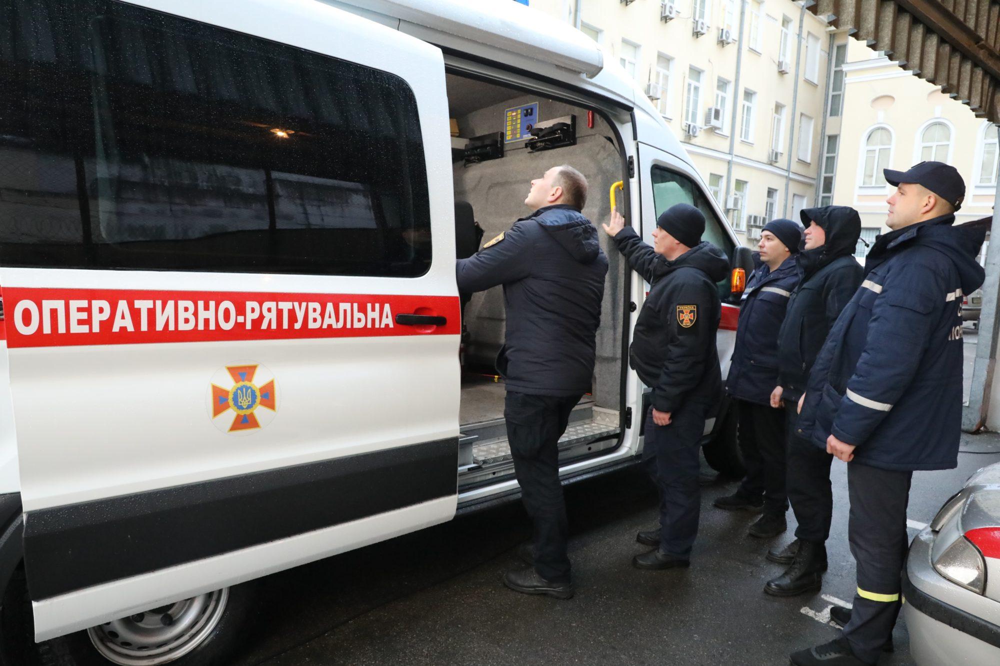 Напередодні Різдва українські рятувальники перейшли на посилений режим служби - рятувальники, ДСНС - fivfiv 2000x1333