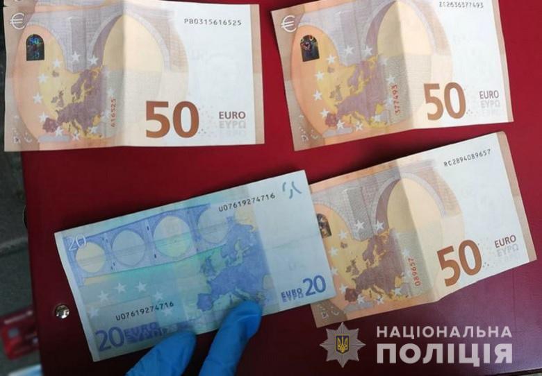 Золота каблучка, євро та долари: у Києві затримали двох крадійок -  - kragavokzal080120193