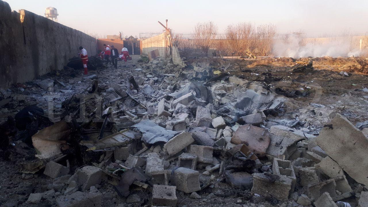 litak3-1 Деталі літака згрібають бульдозером: що відбувається на місці катастрофи