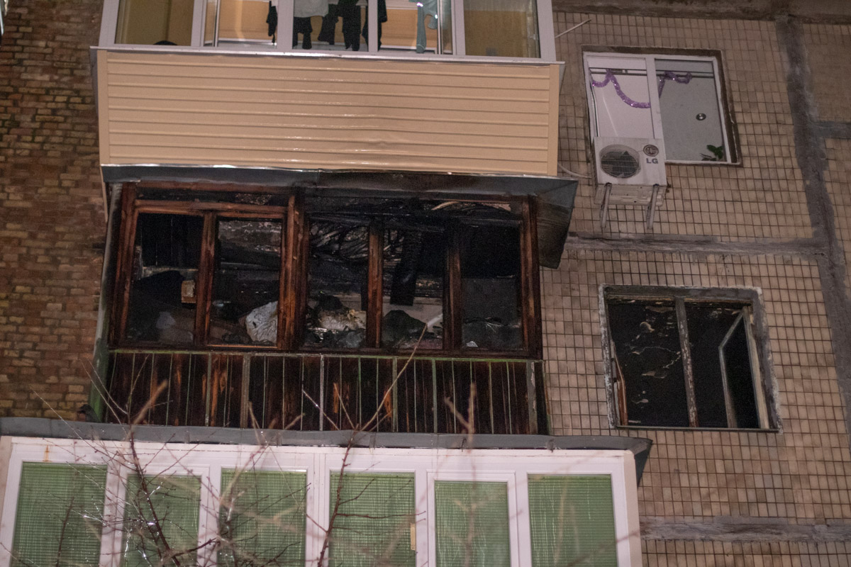 pozhar-8-1 У Києві дотла згоріла квартира
