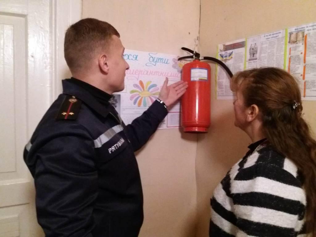 Рятувальники перевіряють пожежну безпеку в навчальних закладах Київщини - рятувальники, протипожежна безпека, київщина, ДСНС - ryatuv2
