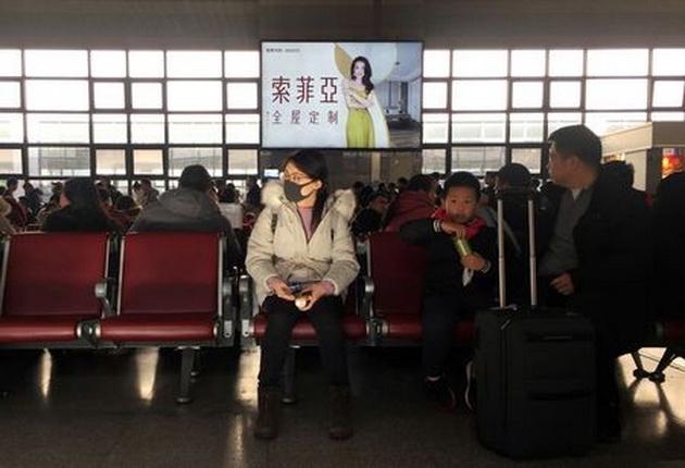Ризики середні: Україна не вводить обмежень на контакти з Китаєм через спалах коронавірусу - Україна, пасажири, Літак, коронавірус, Китай - tagreuters.com2020binary LYNXMPEG0J0GG VIEWIMAGE