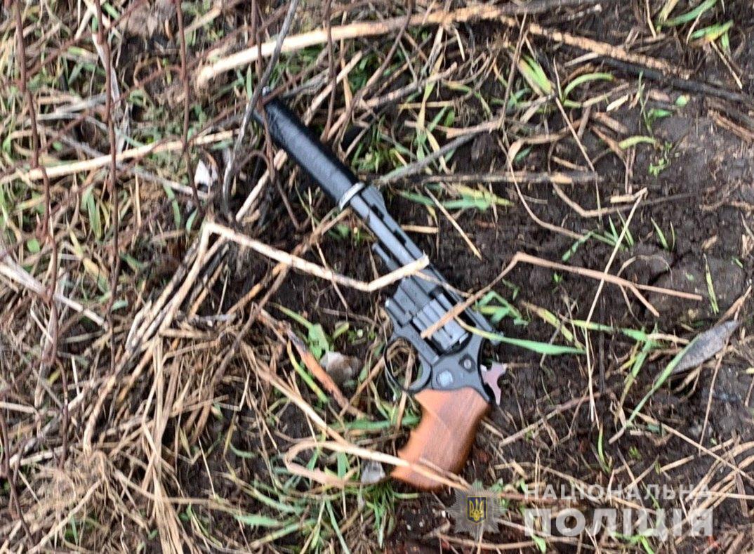 У Білій Церкві чоловік кинувся на поліцейських з револьвером: його затримали (ВІДЕО) - поліція Київщини, Біла Церква - torbts1