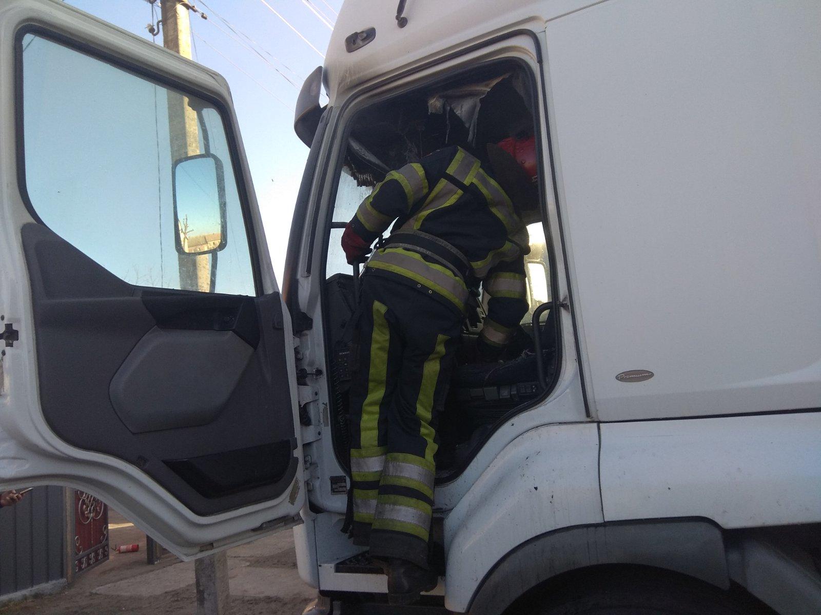 """yzobrazhenye_viber_2020-01-21_17-56-39 На Іванківщині горіла вантажівка """"RENAULT"""""""