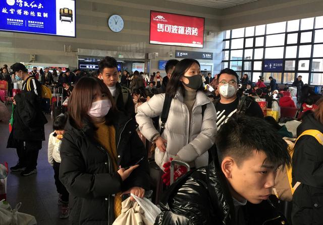Ризики середні: Україна не вводить обмежень на контакти з Китаєм через спалах коронавірусу - Україна, пасажири, Літак, коронавірус, Китай - zagruzheno 1