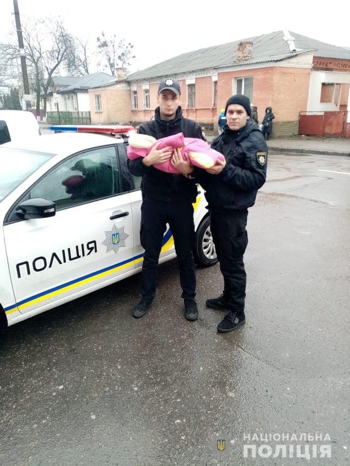У холоді і хворі: трьох дітей поліція забрала у матері на Київщині - Поліція, київщина, Діти, Білоцерківщина, Білоцерківський район, Батьки - zh3