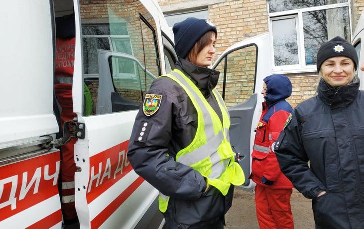 «Увага! Спецсигнал»: як забезпечити пріоритет спецтранспорту на дорозі - Швидка допомога, патрульна поліція, київщина, Вишгород - 0213 Pat SHvydka divchata
