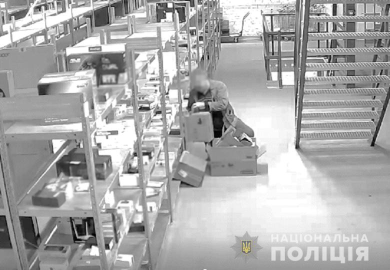 У Києві вантажник магазину техніки викрав гаджетів на 80 000 гривень
