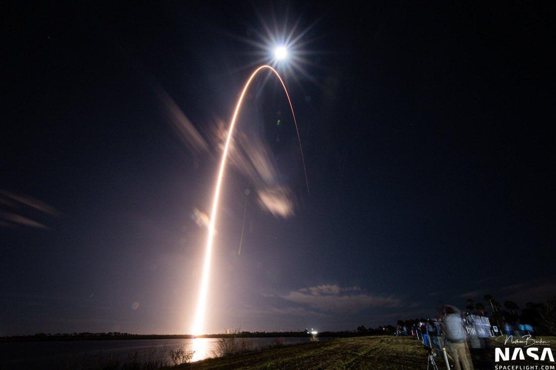10_zapusk2 Пізнати зірку: зонд Solar Orbiter вирушив до Сонця