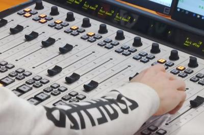 """179408 Пісні російською - табу: радіостанція """"Київ FM"""" забороною підтримала україномовний музичний продукт"""