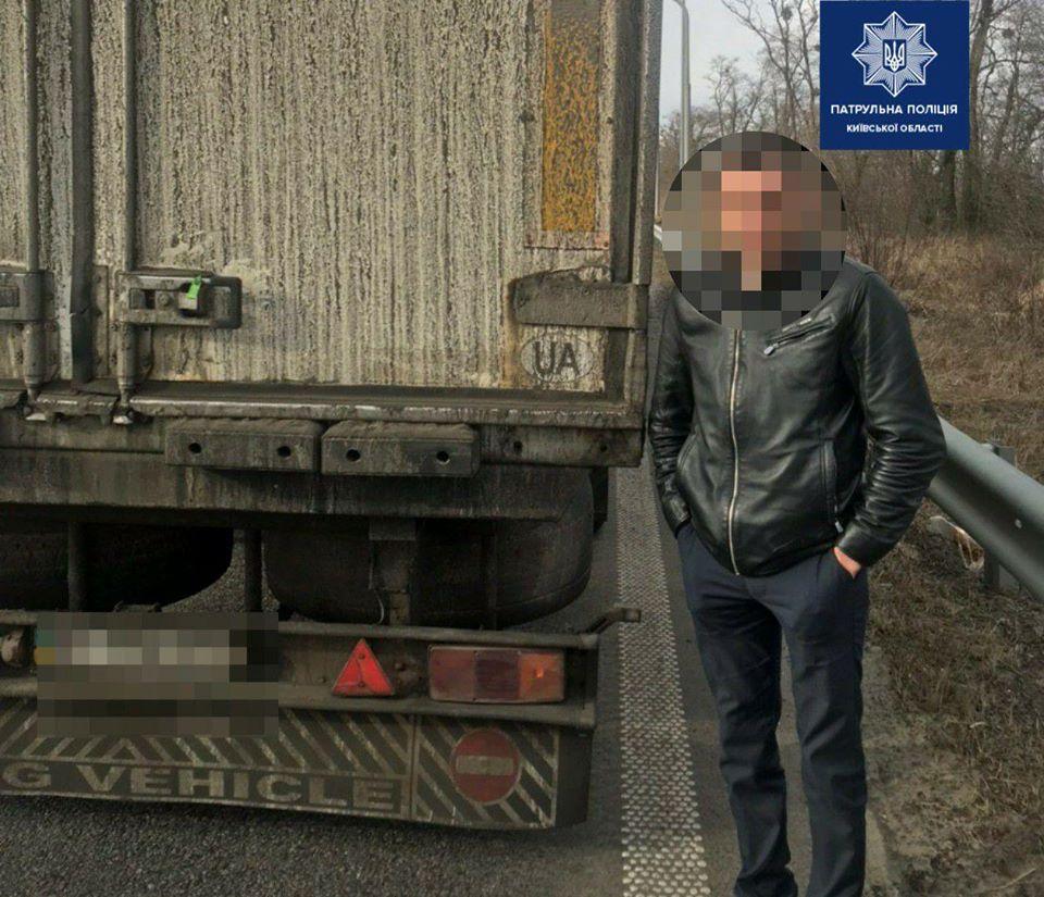 17_habar Мешканець Львівської області намагався дати хабаря патрульним Київщини