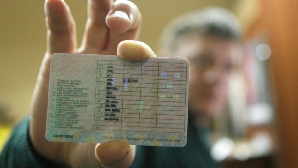 52555-990x558-1 На Білоцерківщині у боржника-аліментщика забрали водійське посвідчення
