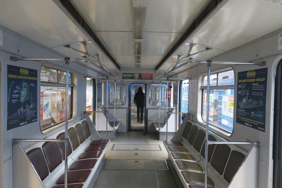 """85232244_2538299603084106_975709113864421376_n """"Черкаси"""" в метро: столичною підземкою курсує потяг, що рекламує українську стрічку"""