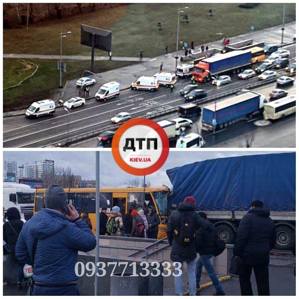 87032689_1587633091402578_2568649764543397888_o У Києві маршрутка врізалася у фуру,  постраждали пасажири