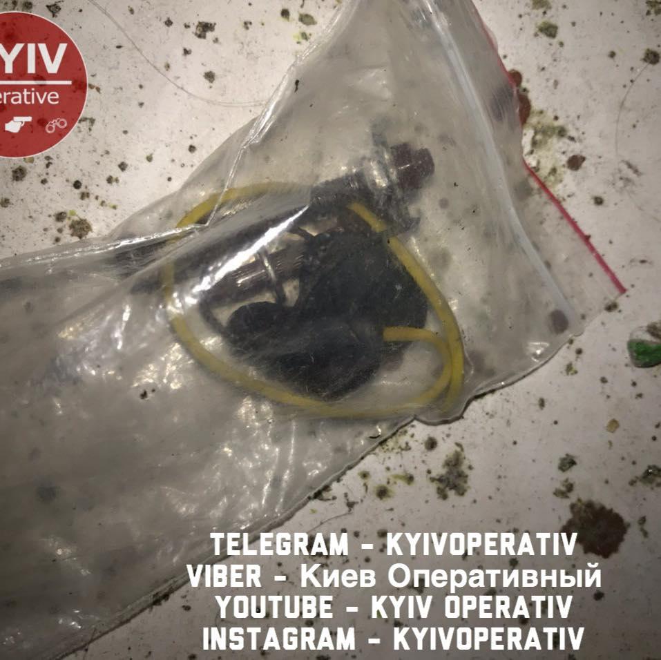 87364286_929419714120782_2620357030438764544_n У Києві люди зв'язали скотчем грабіжника (відео)