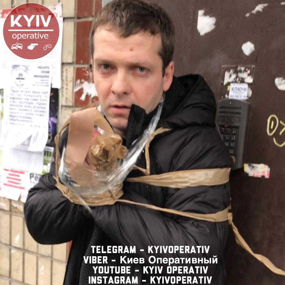 87387779_929419667454120_5068464148363345920_o У Києві люди зв'язали скотчем грабіжника (відео)