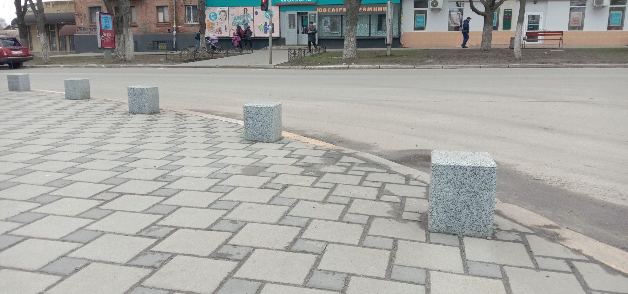 IMG_20200225_143408-2000x938 У Фастові встановлюють обмежувачі виїзду на тротуари