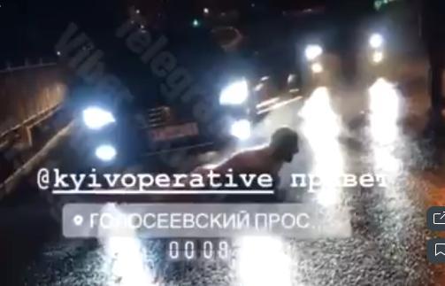 Пригоди на столичних вулицях: водій вийшов із авто, роздягнувся догола і звав Андрюху -  - Novyj rysunok 4